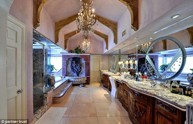 Britney Spears rao bán ngôi biệt thự đẹp như thiên đường