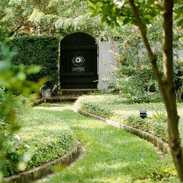 Lối nhỏ trong vườn