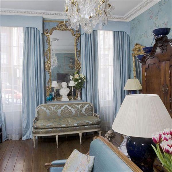 Phòng khách tràn đầy màu sắc