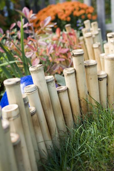 Góc vườn yên bình với đồ trang trí bằng tre