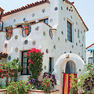 Trang trí mặt tiền ngôi nhà theo phong cách lãng mạn