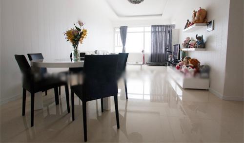 Người mẫu Thái Hà xinh đẹp Khám phá nhà