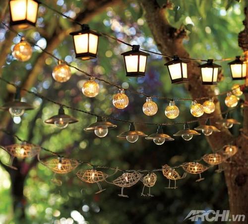 Ánh sáng lung linh trong vườn nhà