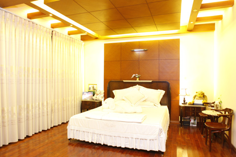 Đột nhập vào phòng ngủ của ca sĩ Hồ Quỳnh Hương