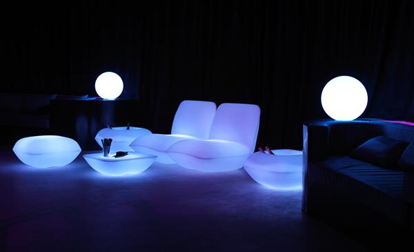Ngôi nhà huyền ảo với nội thất phát sáng