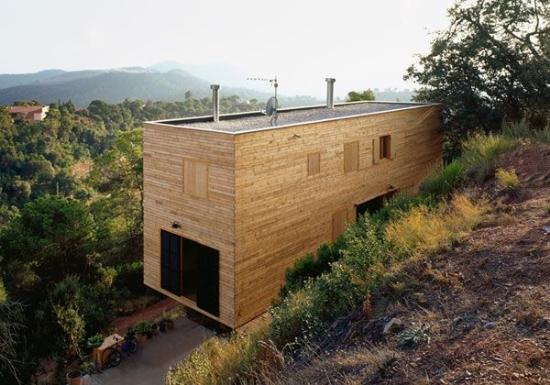 Độc đáo... nhà gỗ bên sườn đồi
