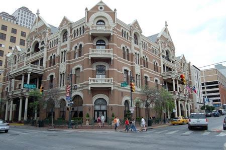 """10 khách sạn bị """"ma ám"""" nổi tiếng nhất nước Mỹ"""