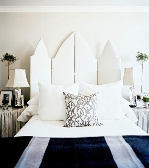 Biến tấm ngăn phòng thành... ván đầu giường