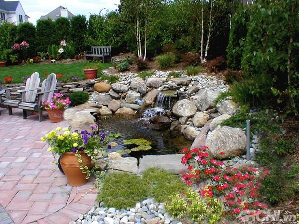 Ý tưởng thiết kế thác nước cho khu vườn nhà bạn