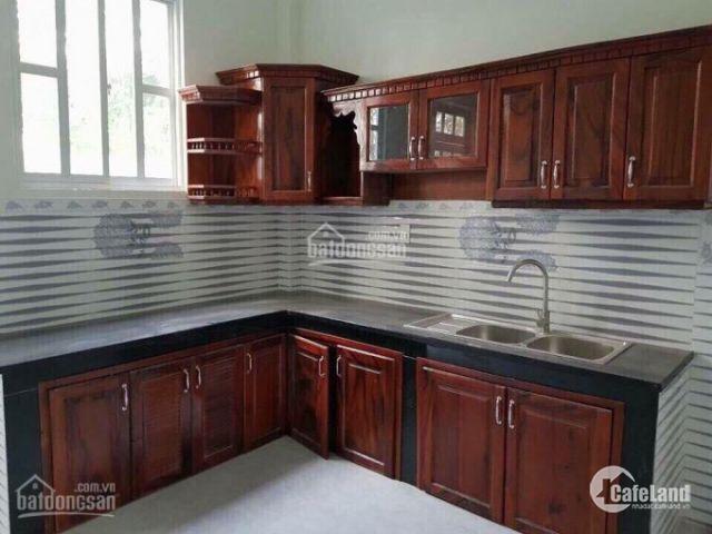 Tôi cần bán căn nhà 1 trệt 1 lầu, MT hẻm kiên cố. DT 80m2, cách chợ Bình Chánh 5p, giá 1 tỷ 500tr
