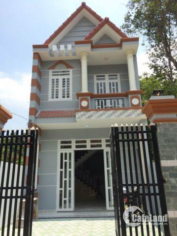 Bán nhà 1 lầu 111m2 đầy đủ nội thất ngay UBND xã Hưng Long, sổ riêng sang tên trong ngày