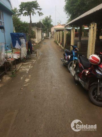 Bán nhà 1 lầu sát trường hoc, khu dân cư đông đúc, tiện kinh doanh gần chợ Bình Chánh lh 01229697088
