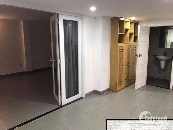 Chủ nhà cần bán gấp nhà mặt tiền đường Trần Doãn Khanh, P. Đa Kao, Quận 1, DT: 7x16m, nhà 2 tầng ST.