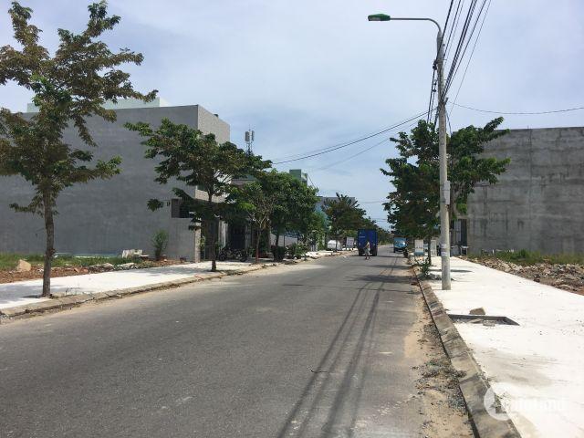 Bán đất B1.33 Nam Nguyễn Tri Phương, gần ngã tư Võ Chí Công và đường dây điện, hướng đông nam