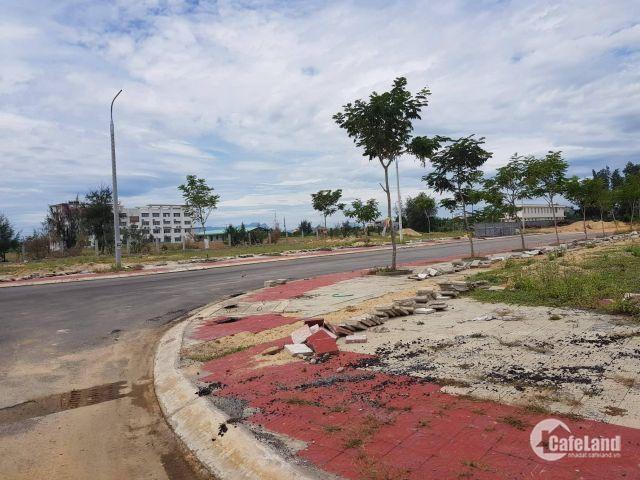 Cần bán lô đất sau lưng trường Đại Học.  đường 10.5m. giá rẻ.