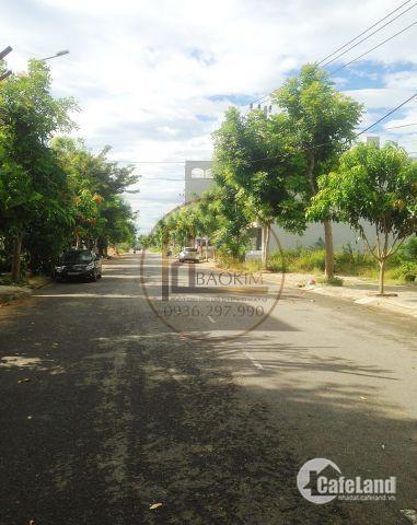 Gia đình cần tiền mua nhà bán gấp lô sát góc đầu đường 10m5 Nghiêm Xuân Yêm khu đô thị Nam Việt Á