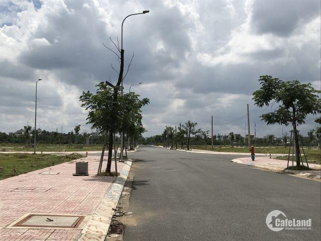 Cần tiền bán gấp lô đất mặt tiền đường Trường Lưu Quận 9, chính chủ giá rẻ.