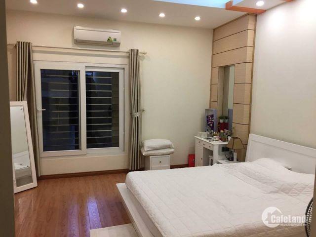 Biệt thự giữa lòng thành phố Kim Mã giá cực nóng chỉ 4,9 tỷ.