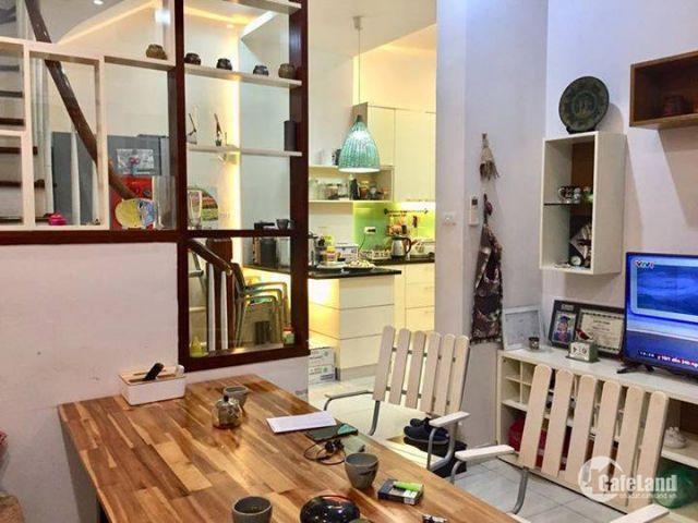 Bán nhà riêng vị trí cực đẹp 5 tầng  phố Phạm Ngọc Thạch giá 4,5 tỷ.