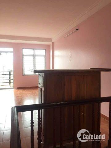 Cần bán nhà ở Tây Sơn, diện tích 20m2, cách mặt phố khoảng 10m, ngõ trước nhà xe máy quay đầu thoải mái. Nhà còn mới nguyên, vào ở ngay, thiết kế đẹp gọn gàng,