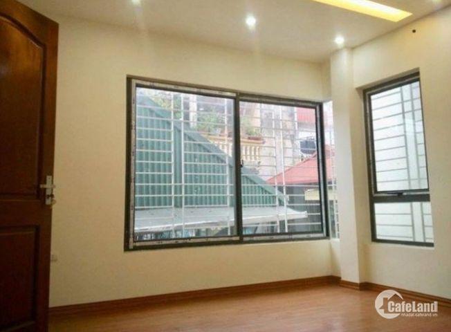 Bán nhà Riêng khu Hào Nam 40M2, 4 tầng, MT 4m, Giá 3,7 tỷ.