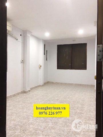 Cho thuê nguyên lầu 1 nhà hẻm xe hơi đường Nguyễn Trãi. LH: 0976226977 (Mr. Tuấn)