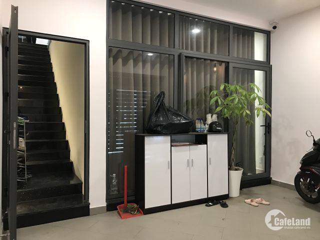 Bán nhà phố Công ích Q4, dt 5x16, 1 trệt + 3 lầu: 5PN + 5WC tặng máy lạnh + camera an ninh giá 8tỷ
