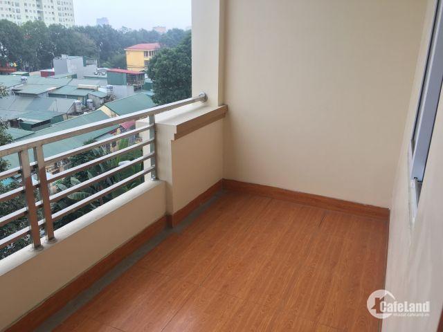 Nhà liền kề đã hoàn thiện nội thất gia đình đang ở, 5 tầng + 1 tùm (có thang máy). 2 mặt tiền, tầng 1 có thể làm cửa hàng