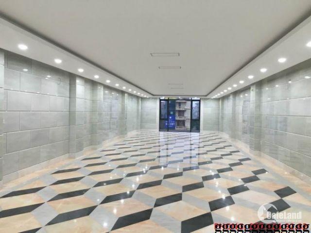 Cần cho thuê gấp một sàn văn phòng duy nhất 47 Nguyễn Xiển Dt 135m2, mt 8m