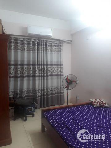 Gia Đình tôi cho thuê căn hộ 2PN B6-1211 đã có nội thất cơ bản: đh, tủ bếp, nóng lạnh... giá 7.5tr
