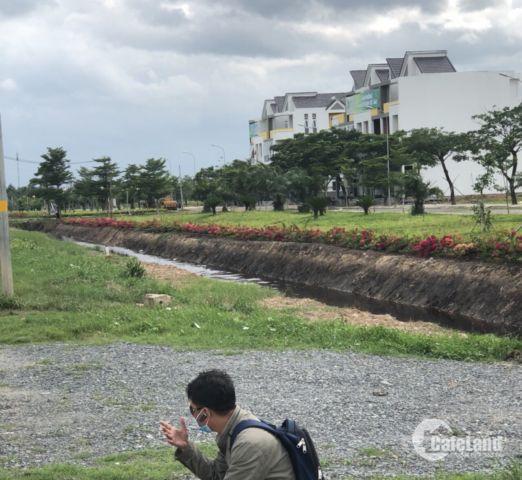 Bán lỗ lô đất mặt tiền Nguyễn Văn Siêu 620 triệu.