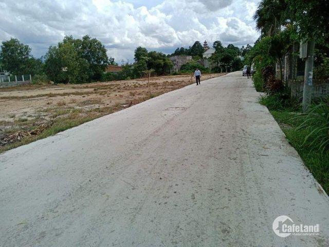 Bán gấp miếng đất thổ cư 5x25m, 560 triệu sát Trung tâm Thị Trấn Đức Hòa, đường ô tô lớn.
