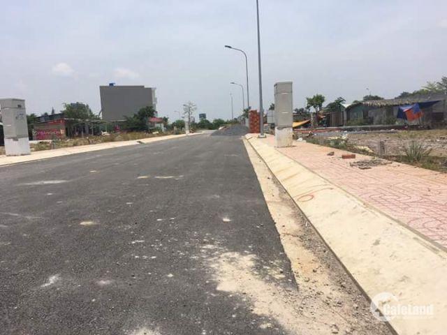 Bán gấp nền đất ngay góc 3 MT, đường lớn 40m, giá 650tr, sổ đỏ, TC 100%. LH: 0120.316.1409