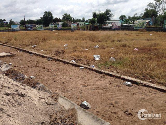 Ngân hàng thanh lí 10 lô đất đối diện trung tâm thương mại Q2, SHR, thổ cư.