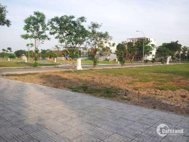 Định cư nước ngoài cần bán lô đất thổ cư Quận 2,Nguyễn Thị Định,890tr/100m2,Sổ hồng