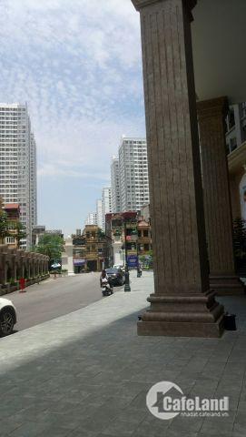 Cần tiền đầu tư kinh doanh bán gấp nhà khu Dịch Vọng Cầu giấy tiện kinh doanh giá 8,9 tỷ.