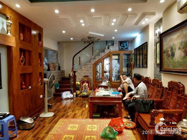 Chính chủ bán nhà riêng Chùa Bộc, ô tô đỗ cửa, 50m2, 5.5 tỷ
