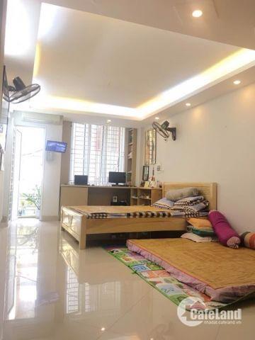 Bán gấp nhà phố Linh Quang DT 30M, 5 Tầng , Mt 4 M, Giá 2,2 Tỷ