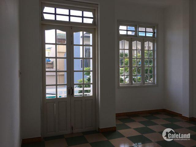Bán căn nhà mới tinh 2 tầng 1 lửng trung tâm thành phố đường Bình An 3, gần đường lớn 30/4 và chợ