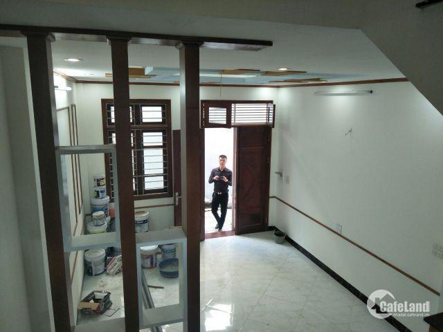 Bán nhà 32.5m2x5T 3 mặt thoáng đường Hoàng Mai giá 2.4 tỷ