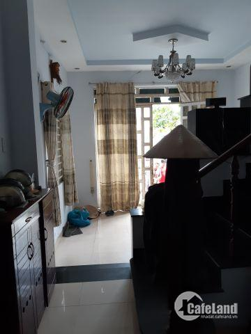 Nhà 2 lầu, gần ngay ngã ba chợ mặt 144, Q9