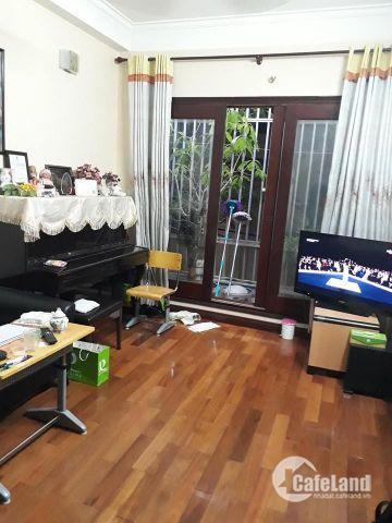 Cần bán nhà đẹp khu vực Vũ Tông Phan, Quận Thanh Xuân. Diện tích 50m2, mặt tiền 3,3m, 4 tầng. Oto đỗ cách nhà. Giá 4,3 tỷ.