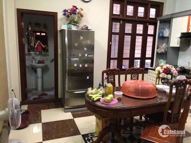 Cho thuê nhà Phố Hồ Tùng Mậ. Diện tích: 70m2x5tầng. Mặt tiền: 4,5m