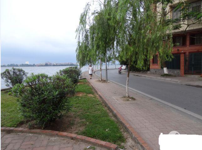 Cho thuê nhà mặt phố Trích Sài,Hồ tây, kinh doanh đắc địa. 70m2x5 tầng. Giá 46 triệu