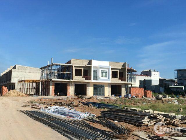 Mở bán 10 căn cuối cùng liền kề Vincom Dĩ An- Bình Dương mặt tiền đường, SHR thổ cư 100%, giá 1 tỉ 5