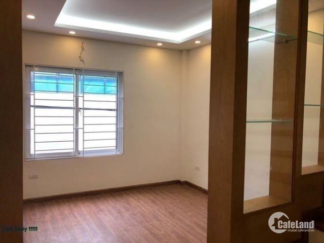 Bán nhà riêng ở Hoàng Quốc Việt, 35 m2, 5 tầng, 3.2 tỷ