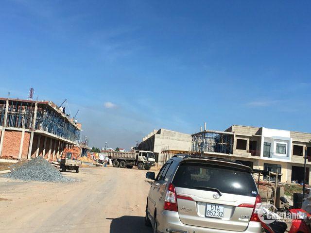 Mở bán 10 căn nhà phố cuối cùng liền kề Vincom Dĩ An- Bình Dương, giá 1 tỉ 5, SHR.
