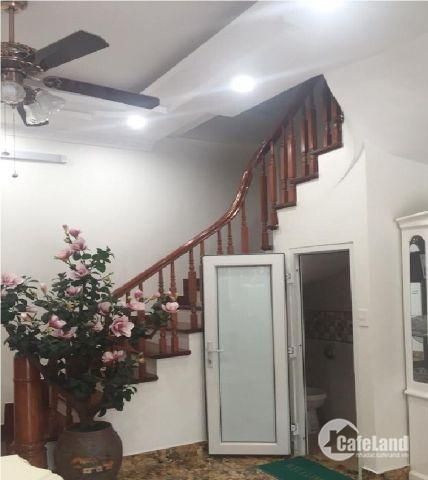 Bán nhà đường Thịnh Quang 55 m2 x 5 tầng thang máy, giá 6.9 tỷ ôto vào nhà.
