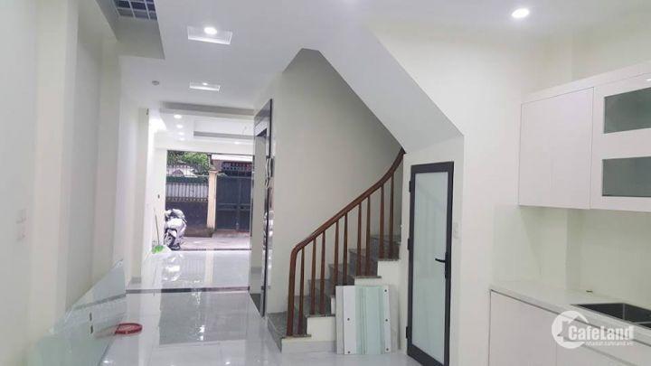 Bán nhà phố Láng Hạ, dt 62m2, 6 tầng, mt 3,4m, giá 14,5 tỷ, ô tô vào nhà