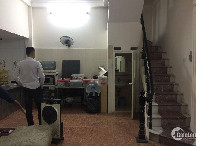 Cần Bán Căn Nhà Quận Đống Đa-Hà Nội,gần hồ HC, giá 3,45Tỷ